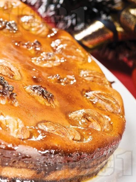 Кестенов кейк с яйца, орехи, мляко и грис - снимка на рецептата
